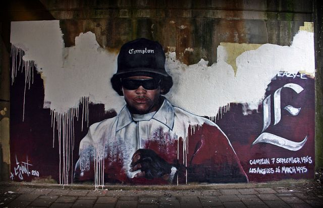800px-Memorial_Eazy-E_made_by_streetartist_LJvanT_@_Leeuwarden_the_Netherlands